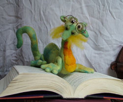 בובת תולעת ספרים