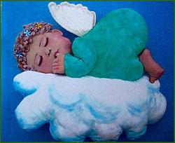 בובת תינוק על קיר