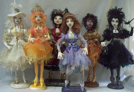 "One 18"" fully armatured body with head and costuming variations to make SIX extraordinary characters to include: Urachnia, The White Witch, The Sun Queen, The Red Queen, Bella, Amber and Good Ghoul Gone Bad! So much creativity on one jam packed CD!"